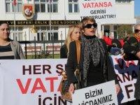Bir grup kadın, vicdani ret kararı alanlara karşı eylem yaptı
