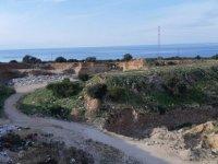 Karpaz'da bilinçsizce dökülen çöpler tarihi doğal güzelliği yok ediyor