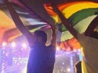 Eşcinsel bir erkekle röportaj yapan Mısırlı sunucuya hapis cezası