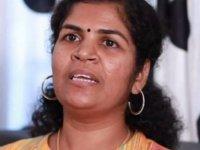 Tapınağa girerek tarihe geçen Hintli kadın, kayınvalidesi tarafından kalasla dövüldü