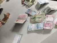 Atatürk Havalimanı'nda kapısı açık cipin içinden para dolu çanta çıktı