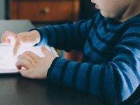 """""""İlk 2 yaşta çocuklar dijital medya ile tanışmamalı"""""""