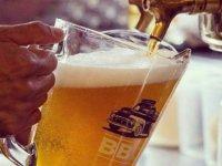 Bedava bira:Termometre 45 dereceyi geçti, işletmeci sözünü tutup 750 litre bira dağıttı