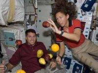 İtalyan astronot: Uzayda bacaklara ihtiyacımız yok, onlar yerine dört el ve bir kuyruğu tercih ederim