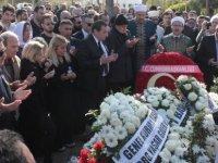 Aydın Denktaş Lefkoşa Kabristanlığı'nda oğlu Raif'in yanına defnedildi