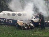 Uçak eve düştü: 4 ölü, 2 yaralı