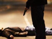 Tecavüzcüleri öldürüyor. Üstüne not bırakıyor
