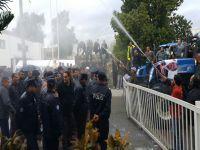 Böyle eylem görülmedi, polise süt sıkılıyor