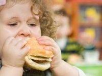 Çocuğunuzun obez olmasını nasıl engellersiniz