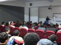 """DAÜ Mimarlık Fakültesi'nde """"Tasarla ve Yap"""" temalı seminer"""