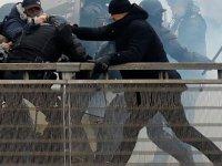 Polisi yumuruklarıyla bezdiren Sarı Yelekli boksöre  hapis cezası verildi