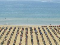 İtalya'da ilk kez bir plajda sigara içmek yasaklanıyor