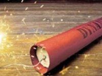 Elektrikler kesilince mum yerine yanlışlıkla dinamit yaktı