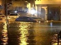 Limasol'daki 15 dakikalık yoğun yağış su taşkınlarına neden oldu
