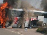 Otobüs yandı, 29 yolcu ölümden döndü