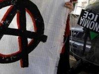 Yunanistan'da anarşistler mahkeme bastı
