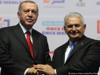 """Partilerin yeni seçmen """"açılımı"""": AKP'den içki, CHP'den din atağı"""