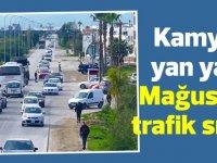 Kamyon yan yattı, Mağusa'da trafik sıkıştı