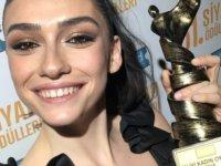 SİYAD En İyi Kadın Oyuncu ödülü Hazar Ergüçlü'nün!