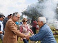 Akıncı Alaniçi'nde piknik yapan vatandaşlarla bir  araya geldi