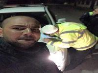 Polisle yılın selfie'si! 'yaz kızım'