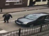 Londra'da cami önünde çekiç ve sopalı saldırı