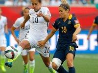 Rusya ile İsviçre'nin U-17 milli kadın futbolcuları maçın ortasında birbirine girdi (Video)