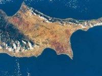 İngiltere'de yaşamını sürdüren Kıbrıslılar'dan yeniden birleşme hareketi