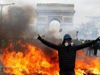 Sarı Yeleklilerin protestolarına kısmi yasak