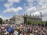 Londra'da bir milyon kişi Brexit karşıtı protestolar için sokağa çıktı, gazeteler yer vermedi