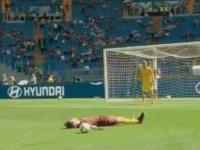 AS Roma, Ünder'in golü için 'Ben de atarım' diyen genci stada götürerek aynı golü atmasını istedi (Video)