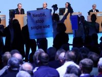 Greenpeace, Nestle toplantısını bastı: Tek kullanımlık plastik üretimini durdurun