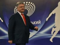 Ukrayna'da seçim: Poroşenko televizyon tartışması için stada gitti, rakibi gelmeyince tek başına miting düzenledi