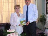 """Eğitimci Yazar Ayşe Tural """"Yaşamın Büyüsü """" adlı kitabını Güngördü'ye takdim etti"""