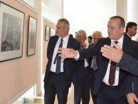 """""""Kıbrıslı Yorumlar"""" Baskı Resim Sergisi Turizm ve Çevre Bakanı Fikri Ataoğlu Tarafından Açıldı…"""