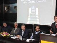 Erhürman, Kamu Görevlileri Yasa Tasarısı ile ilgili Kıbrıs Türk Ticaret Odası'nda düzenlenen değerlendirme toplantısına katıldı
