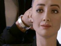 Dünyanın vatandaşlık alan ilk insansı robotu Sophia güney Kıbrıs'a geliyor