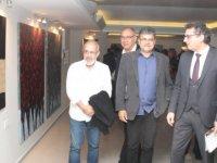 """Başbakan  Erhürman,  """"Sanatla Var Olmak"""" isimli serginin açılışını yaptı"""