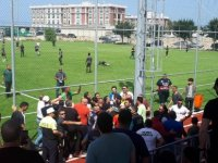 Yeşilova-Yenicami maçı öncesinde tribünlerde istenmeyen görüntüler