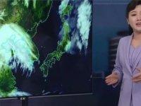 Kuzey Koreli sunucu hava durumunu ilk kez ayakta sundu
