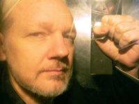 Julian Assange: WikiLeaks'in kurucusu Londra'da 50 hafta hapis cezasına çarptırıldı
