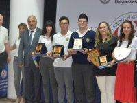 DAÜ 25. Liselerarası Matematik Yarışması'nı Lefkoşa Türk Maarif Koleji kazandı.