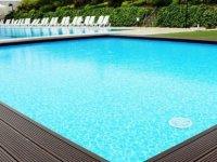 Yüzme havuzuna düşüp boğulma tehlikesi geçiren bebek yoğun bakımda