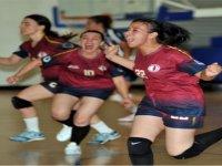 YDÜ kadınlarından tarihi şampiyonluk
