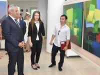 """""""Kırgızistan Sanatçıları Resim Sergisi"""" Ekonomi ve Enerji Bakanı Hasan Taçoy tarafından açıldı."""