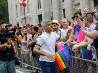 Londra'daki Onur Yürüyüşü'ne Müslüman Belediye Başkanı Khan damga vurdu