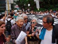 """""""Ak saçlılardan"""" genç protestoculara destek"""