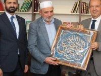 Tatar dini vakfın kütüphanesinin açılışını yaptı, halk tepki gösterdi