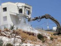 İsrail tartışmalı duvar yakınındaki köyde Filistinlilerin evlerini yıkıyor