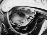Astronotlar ilk uzay uçuşları öncesinde neden otobüsün arka tekerleğine işiyor?